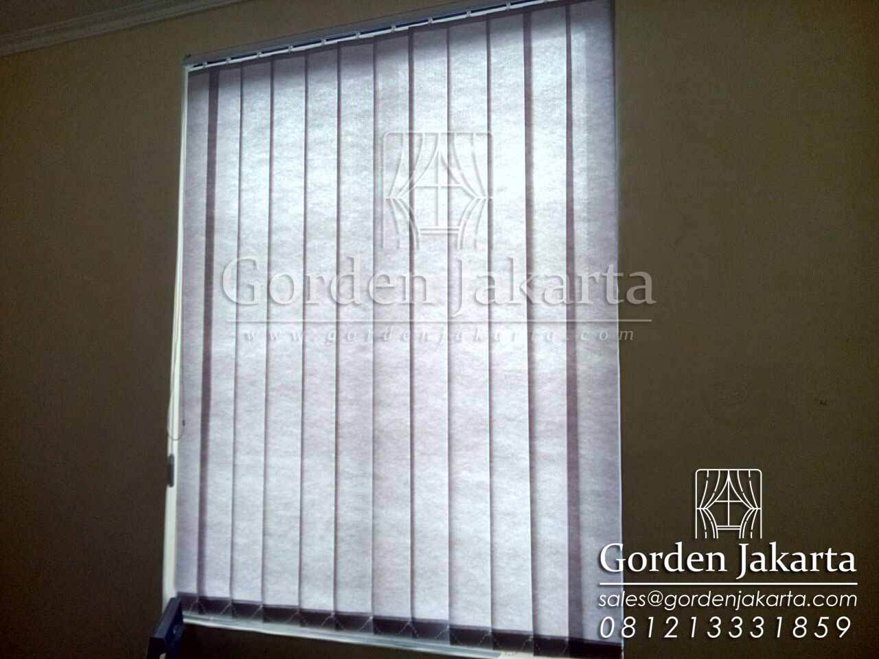 model vertical blind