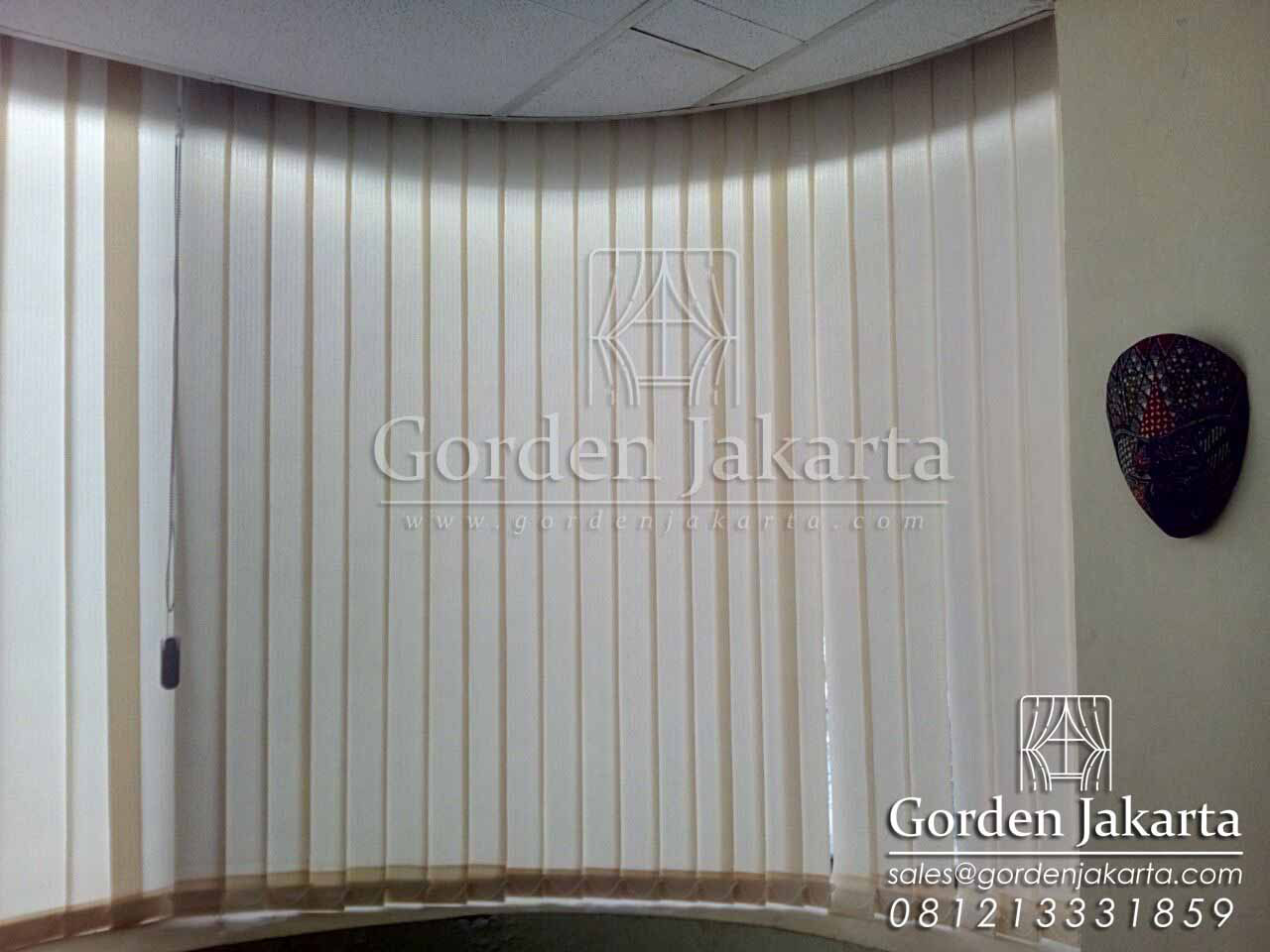 vertical blind blackout klien gajahmada