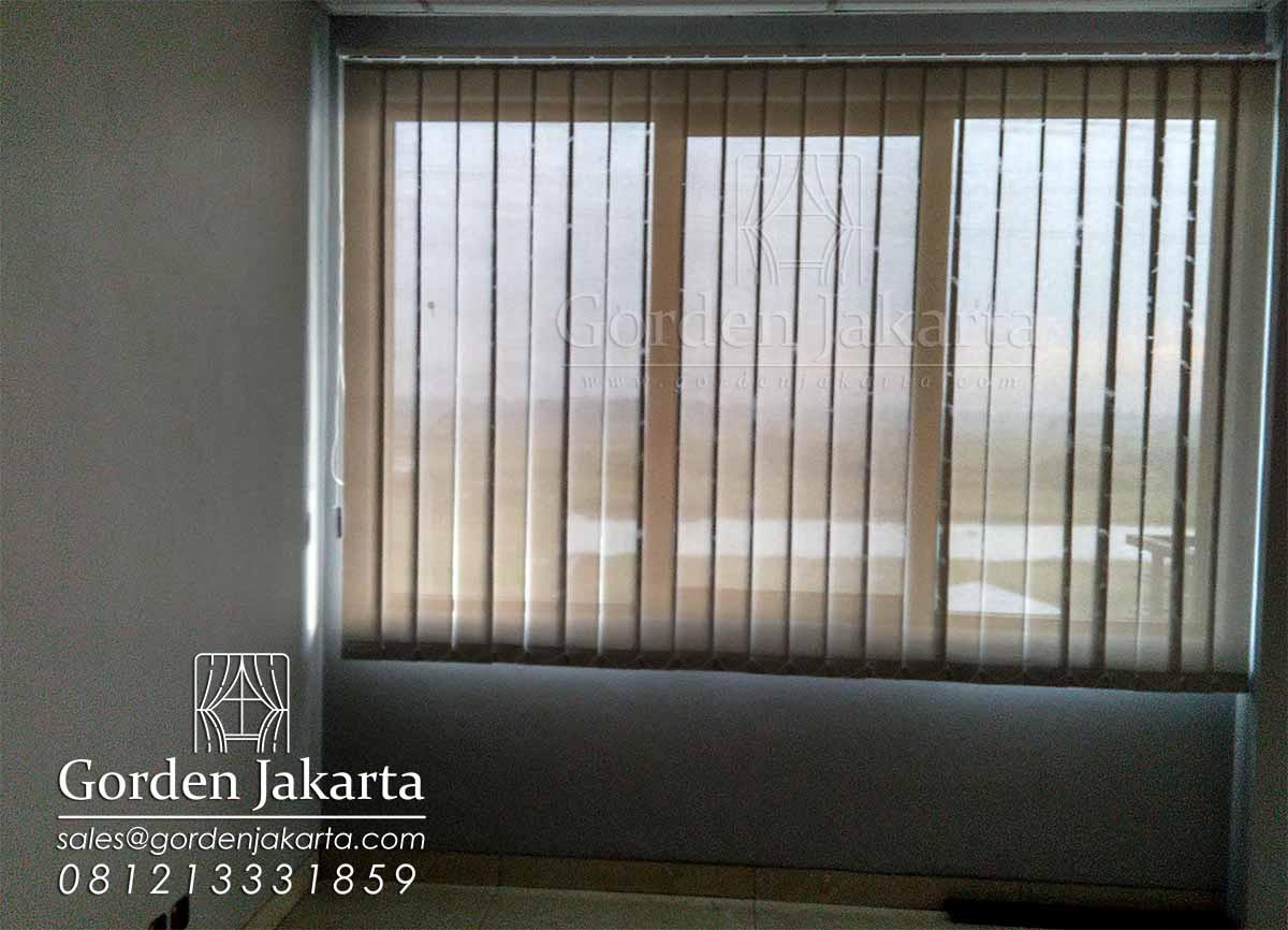 vertical blind solar screen beige white