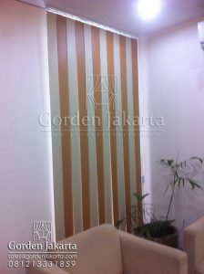 Vertical Blinds Blackout Kombinasi Warna Coklat dan Cream Q2992