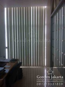 Contoh Vertical Blinds Blackout Sp.6066-2 Warna Cream Di Tanah Abang Q3450