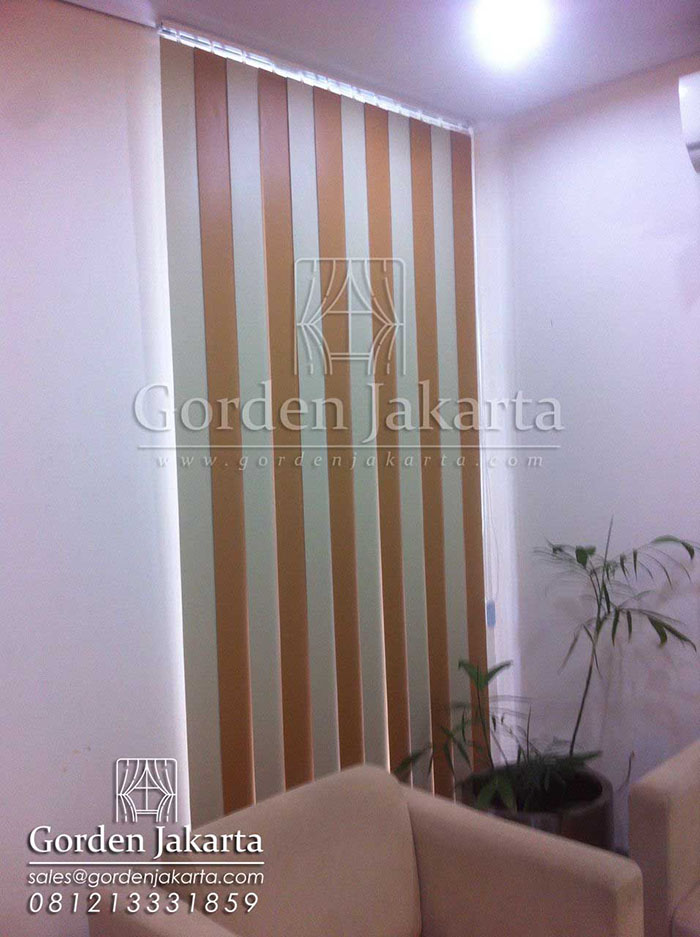 contoh vertical blinds kombinasi bahan blackout