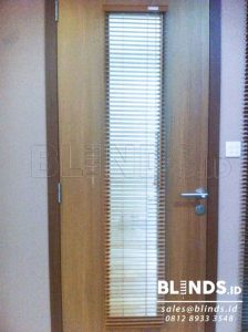 contoh wooden blinds warna putih slat 25mm Q3535