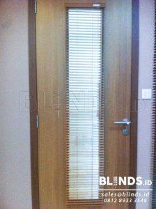 contoh wooden blinds warna putih slat 25mm Q3535