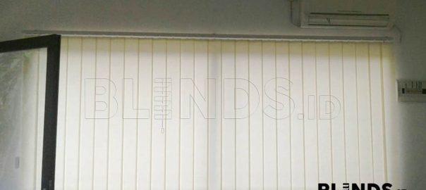 Tirai Vertikal Dimout Sp. 8000-8 Cream di Pondok Gede id3671
