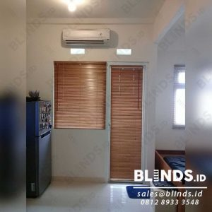 Wooden Blinds Light Natural 27 mm Tropical Hard Wood Sp.03 di Apartemen Green Pramuka Q3924