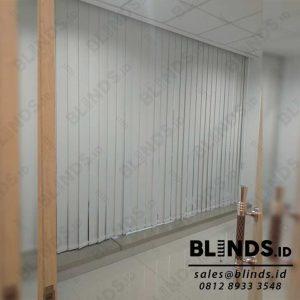 Vertical Blinds Blackout Sp 200-2 Beige Pasang Di Warung Jati Q4039