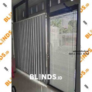white blackout vertical blinds sp.200 di Tanah Merdeka Kampung Rambutan id4114