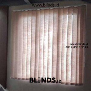 tirai jendela vertikal semi blackout warna beige di Bekasi id4214