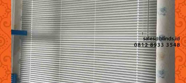 contoh tirai horizontal blinds bahan aluminium di warung buncit id4252