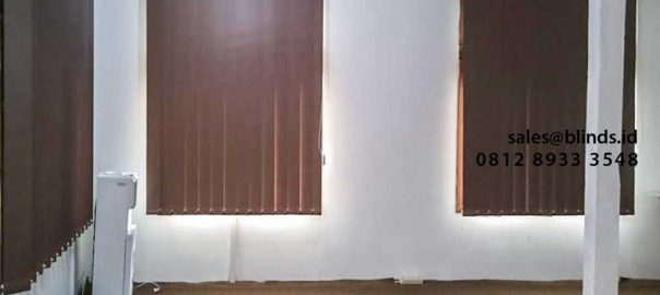 contoh vertical blinds blackout brown di duren sawit id4202