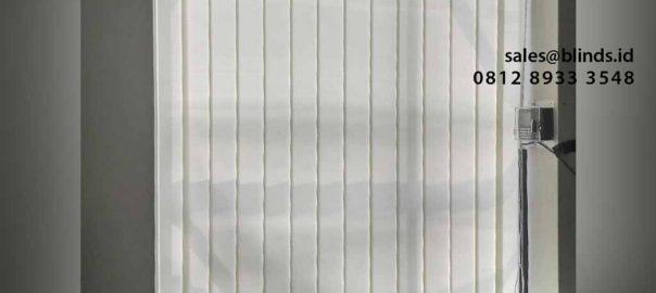 contoh tirai vertical dimout white sharp point id4402