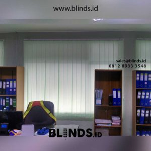 contoh vertical blinds warna hijau bahan dimout sharp point id4418
