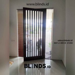 gambar venetian blinds wood motive slatting warna coklat id4390