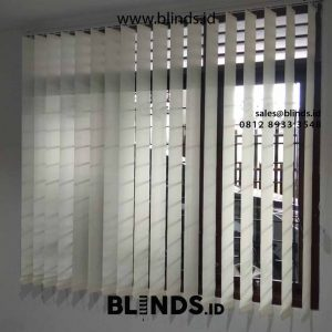 contoh vertical blinds bahan blackout superior warna grey project Pasar Minggu id4530