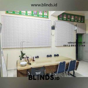 contoh vertical blinds dimout warna kuning di smk 43 cipulir id4461