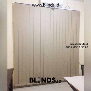 vertical blinds blackout untuk jendela minimalis di Pasar Minggu id4734