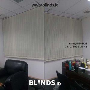 contoh gorden kantor vertical warna cream di Simatupang id4832