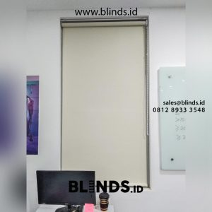 contoh roller blinds sharp point bahan blackout di Tebet id4965
