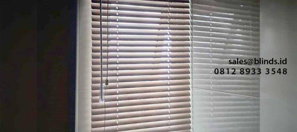contoh venetian blinds deluxe slatting slat 25mm di Apartemen Pancoran id4797