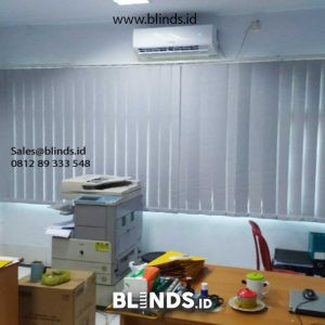 contoh vertical blinds blackout warna grey sharp point di Marunda id4845