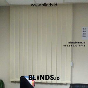 harga vertical blinds dimout warna cream di Sudirman id4903