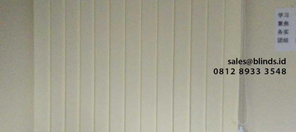 harga vertical blinds dimout warna cream di Sudirman id4903