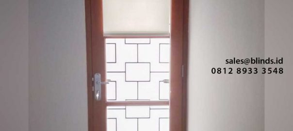jual roller blinds murah dimout warna putih di Jagakarsa id4905