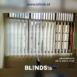 Vertical blinds warna putih id4928